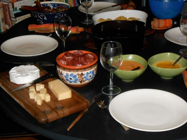 Fondue-time! Sooo tasty, and so much less work than the smörgåsbord I normally would put on. I like it!