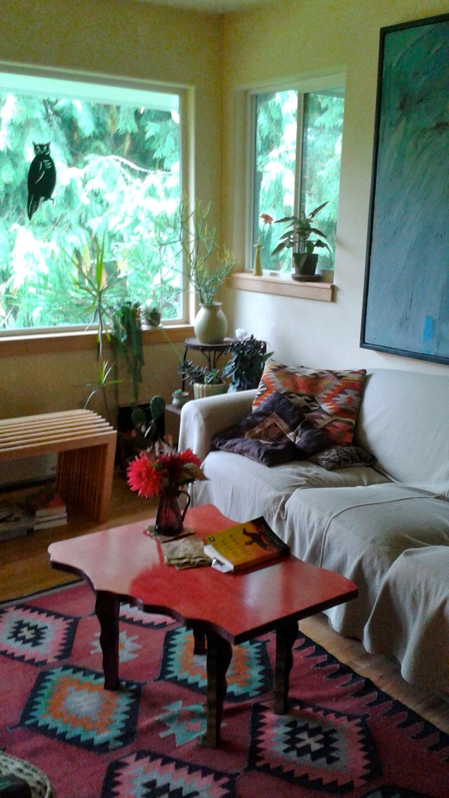 Their house was just like I imagined it - large plate glass windows letting in the outdoors, and warm, bright colors. Ricki's book is called BeBop Garden - this is the perfect space for sipping wine and listening to jazz. I can see where she got the inspiration!