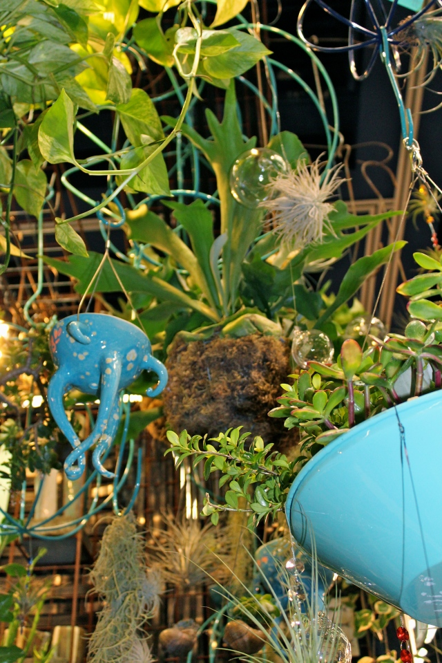 Love Dig's Octopus planter. I saw it in orange at the fling, but I like the blue one too!