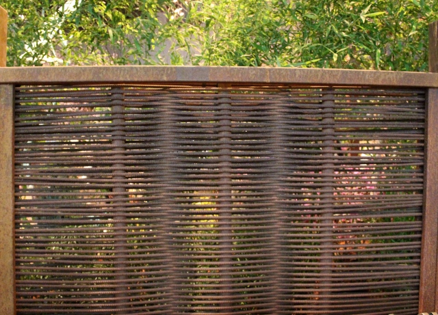 I liked the elegant simplicity of this rebar screen. Nice!