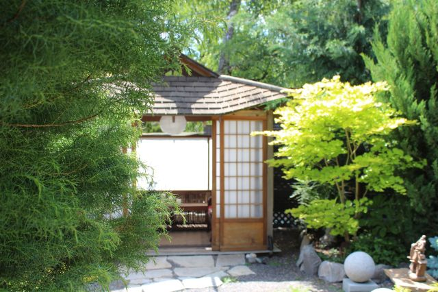 ...a lovely little teahouse, built by Marian's son.