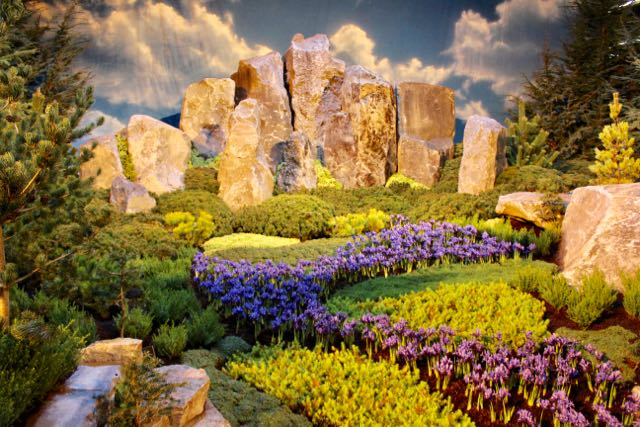 This was one of my favorite displays - mostly because of how it manipulated scale. Its creators managed to create a miniature naturalistic representation of a massive land form using basalt pillars, completing the picture with blue drifts of crocus and iris, receding and leading your eye into the composition. Using a limited plant palette an rock against a photographic backdrop of sky, they managed to convey the majestic power of one of our most treasured environments.